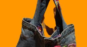 Bolso de pantalón vaquero viejo y retales de tela