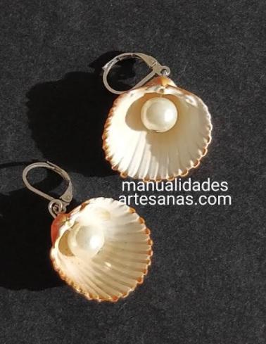 Pendientes de conchas de mar y perlas